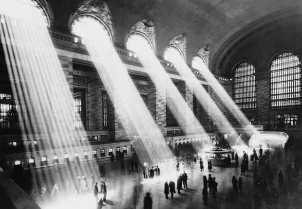 Beams-of-light-at-Grand-Central-Station image