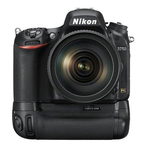 D750 24 120 MBD16 frt.low image