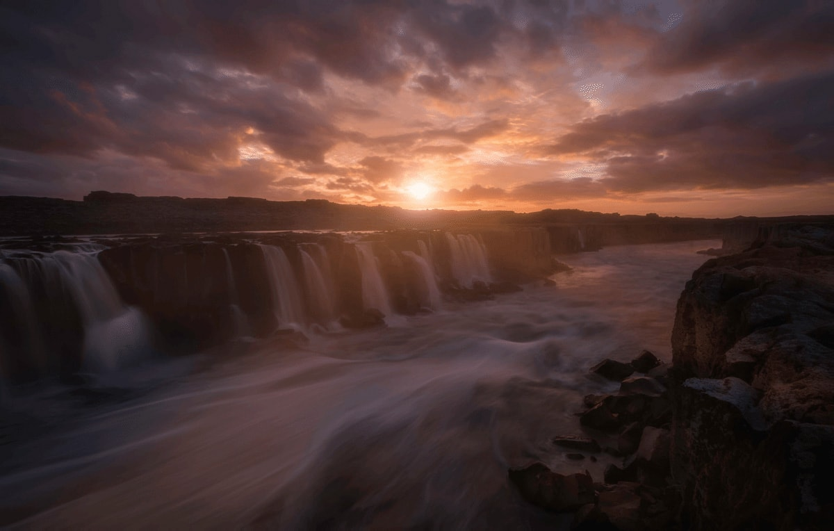 Tom Anderson Beautiful Waterfall 1200px 25fps min image