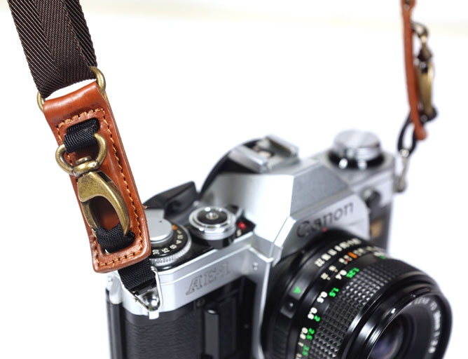 leather camera strap detail piuma qr 01 image