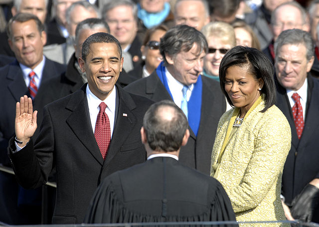 640px US President Barack Obama taking his Oath of Office 2009Jan20 image