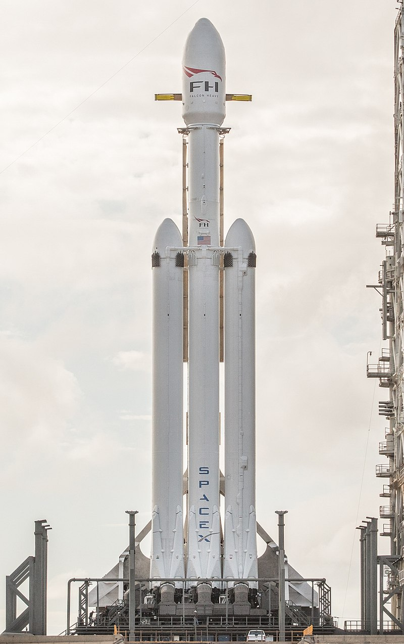 800px Falcon Heavy cropped image