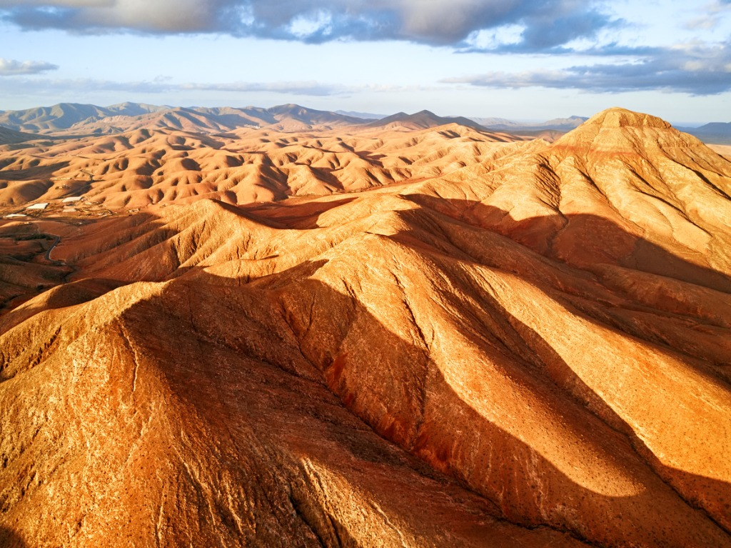 desert landscape fuerteventura island picture id665039928 image