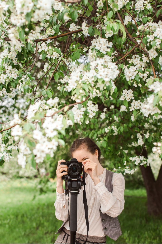 woman shoots at the camera on a monopod picture id512738334 image