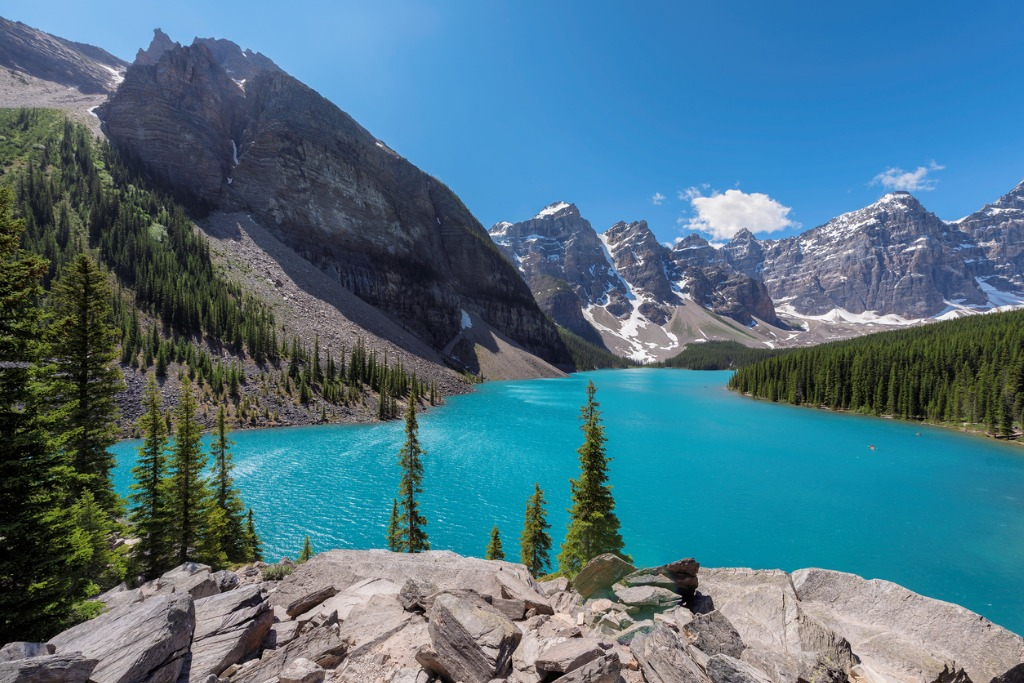 moraine lake banff national park canada picture id916463836 image