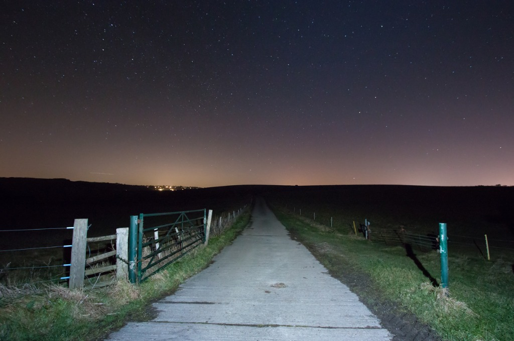 farm track under starry sky picture id929952574