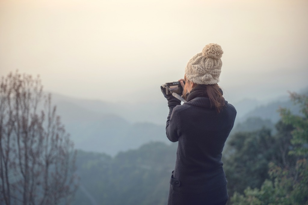 traveler take photo view of mountain with mirrorless camera picture id917616006 image