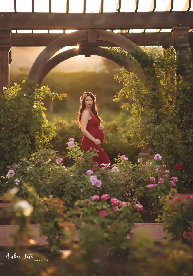 how to take maternity photos image
