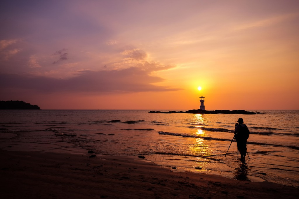 silhouette of photographer is taking the sunset picture id675638414 image