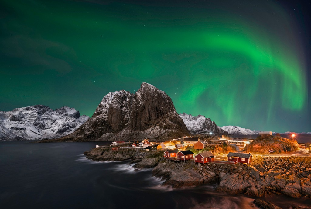 hamnoy nothern lights picture id525381711 image