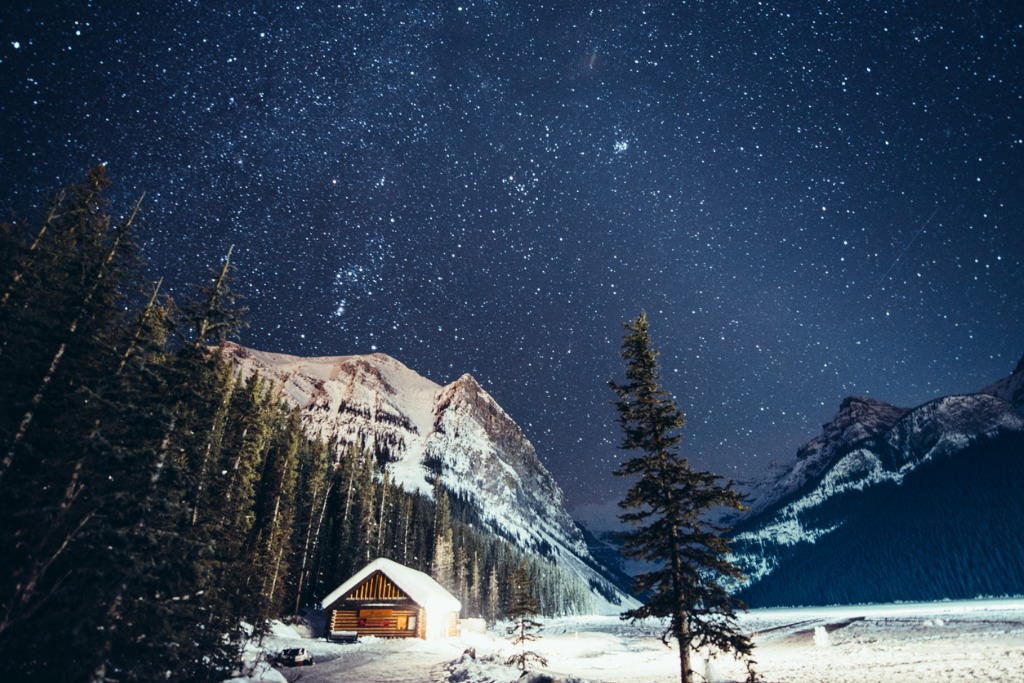 milky way over lake louise in banff national park winter picture id481216486 image