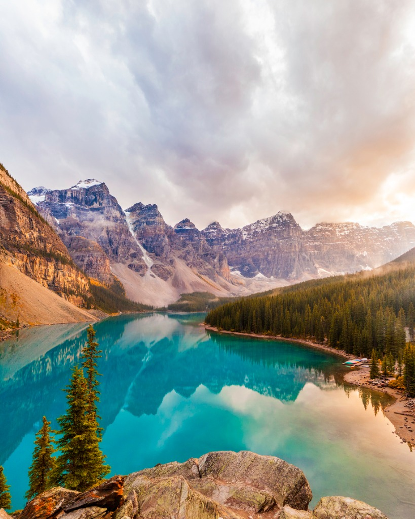 moraine lake banff national park picture id517747003 image