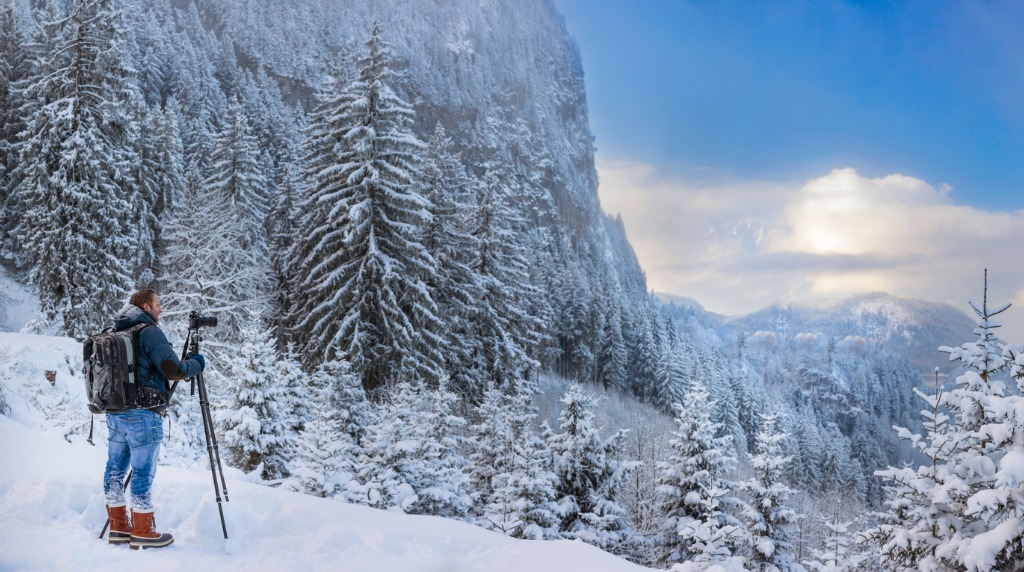nature photographer at winter in front of hohenschwangau picture id639187266 image