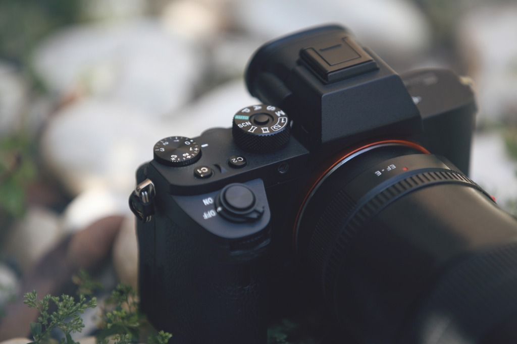 mirrorless camera detail picture id652414368 image