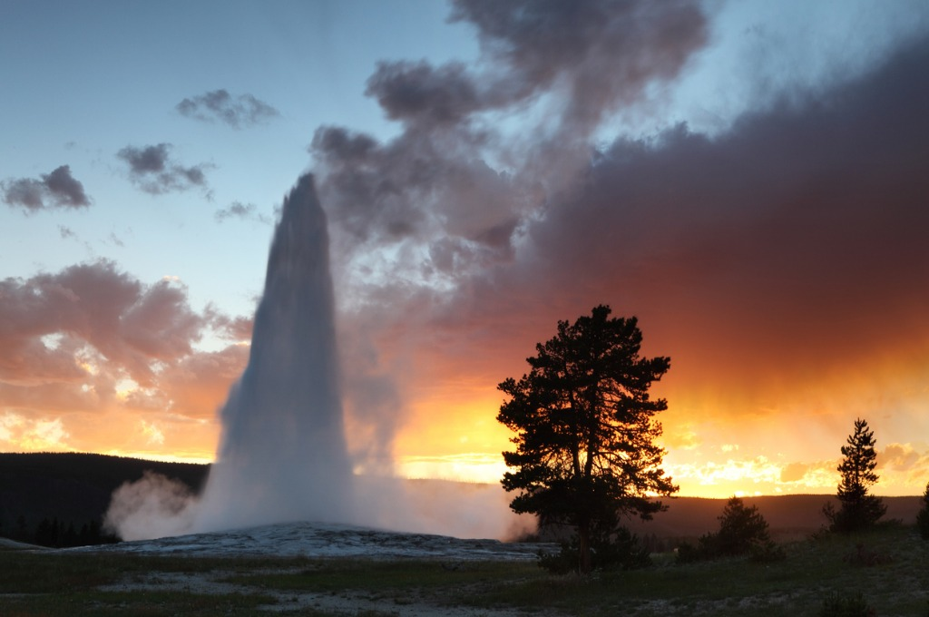 old faithful picture id183430472 image