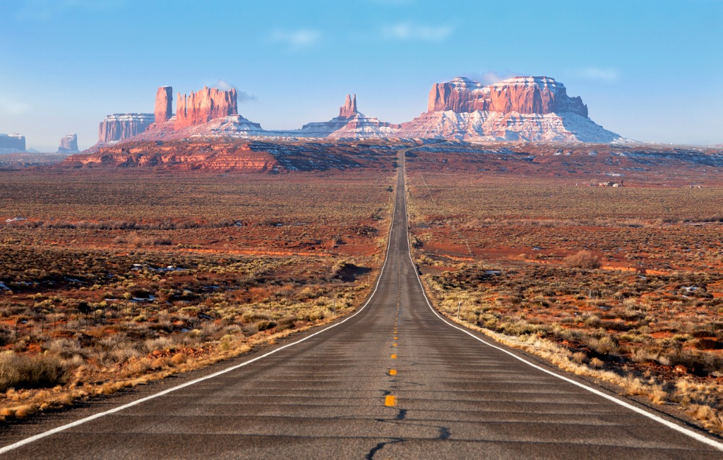 road lead into monument valley picture id155391216 image