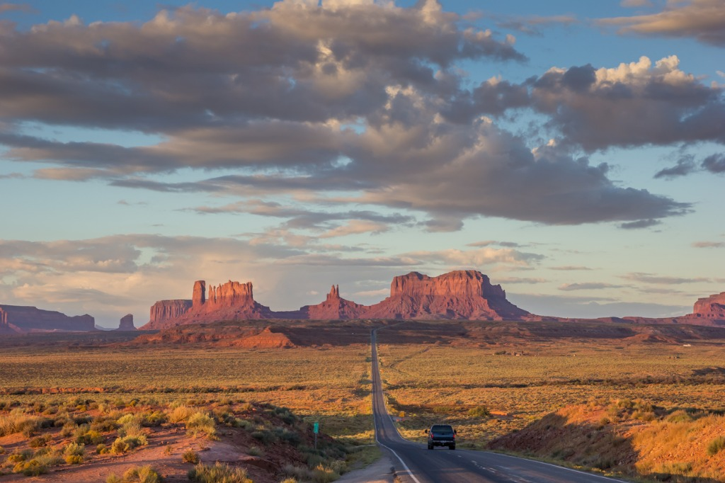 road leading to monument valley in arizona picture id505618150 image