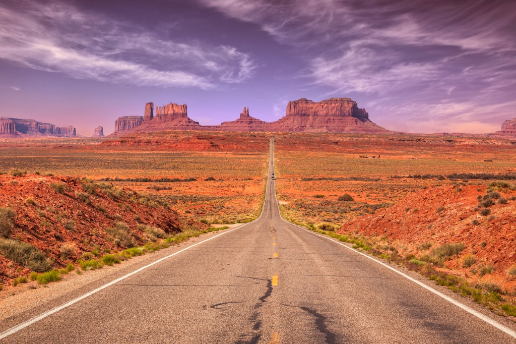 road to monument valley picture id512735434 image