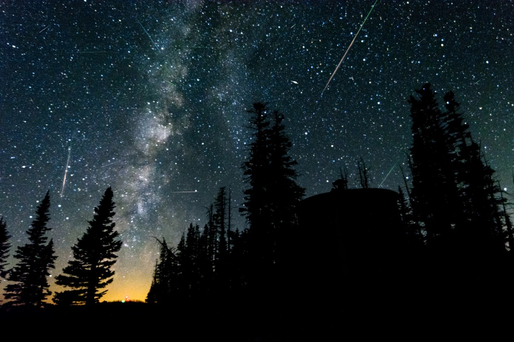 perseid meteor shower picture id683741910 image