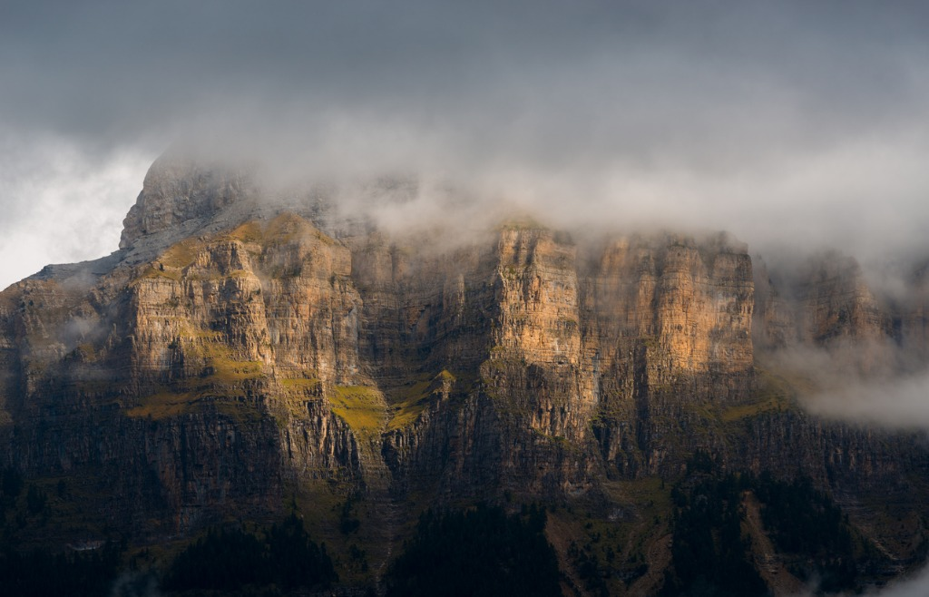 mists and light on ordesa walls picture id861647984 image