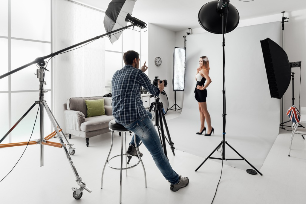 model posing for a photo shoot picture id867043508 image