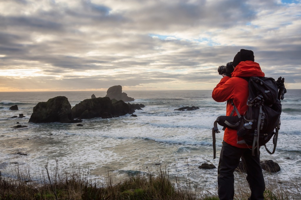 photographer at the oregon coast during sunset picture id1013202286 image