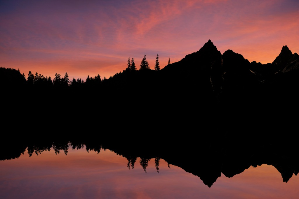 mountain lake sunset picture id136920283 image