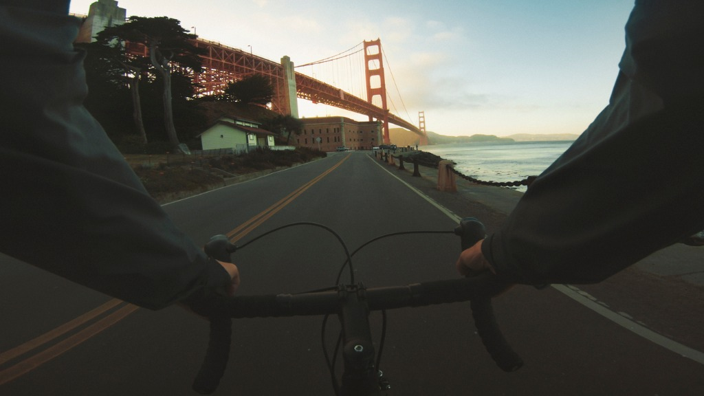 commuter with road racing bicycle and golden gate bridge picture id1041206696 image