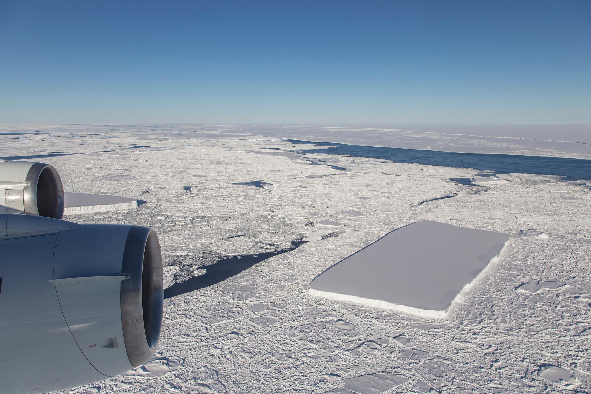 rectangular iceberg image