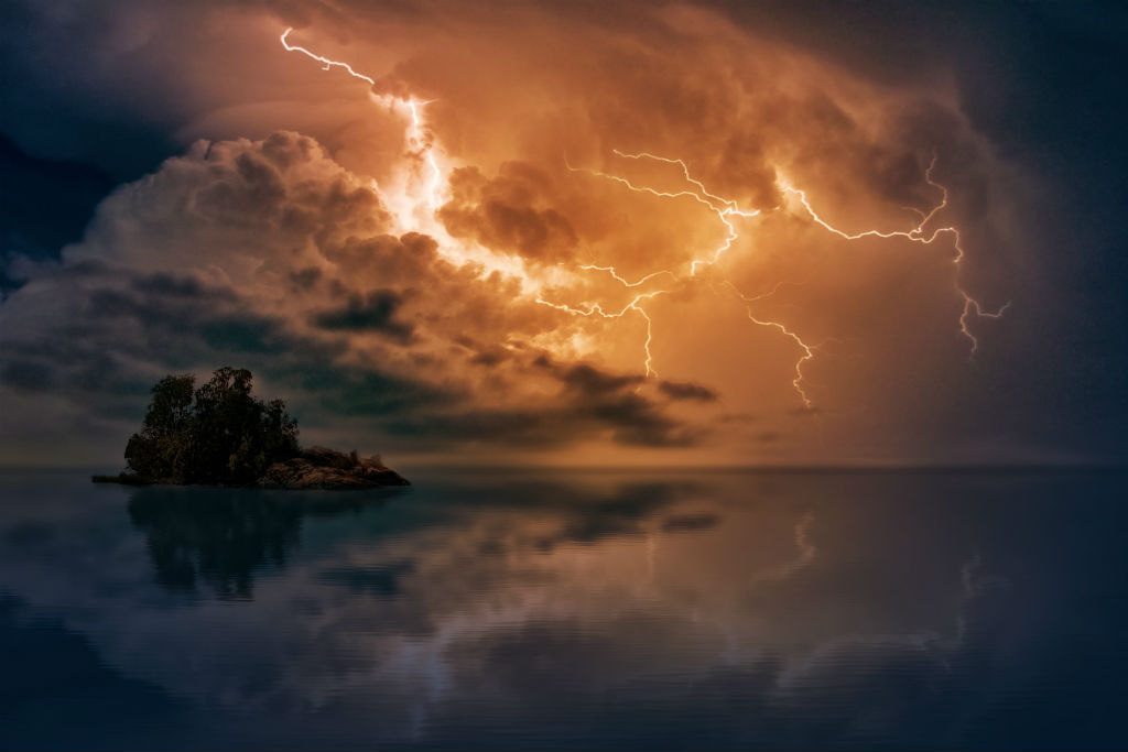 how to photograph lightning image