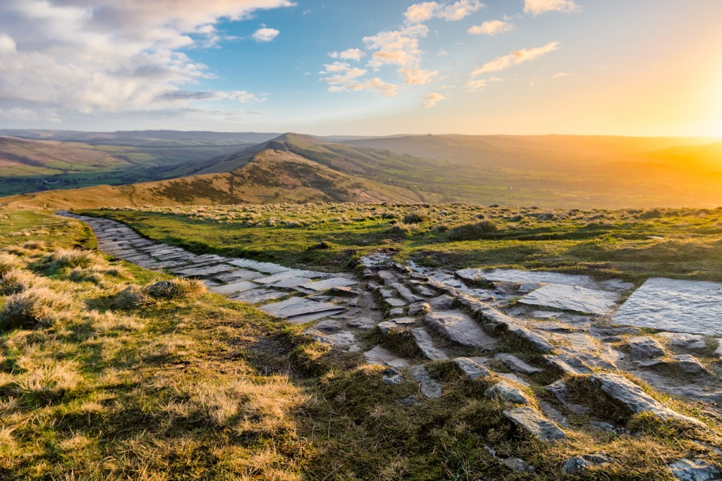 mam tor at sunrise in the english peak district picture id642591084 image
