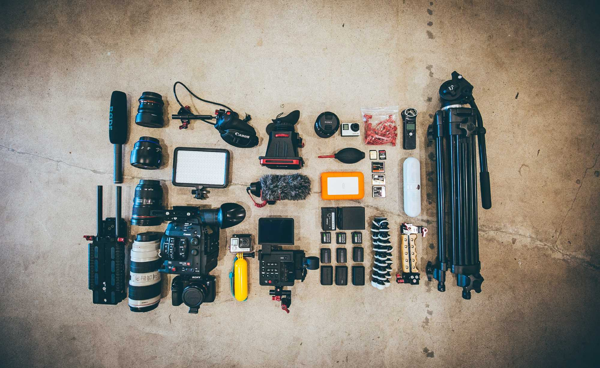 must have gear for new videographers image