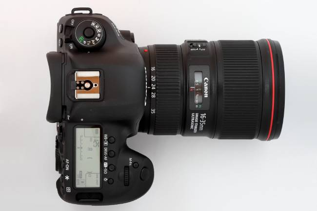 Canon EOS 5D Mark IV mit Objektiv 16 35mm F4L IS USM image