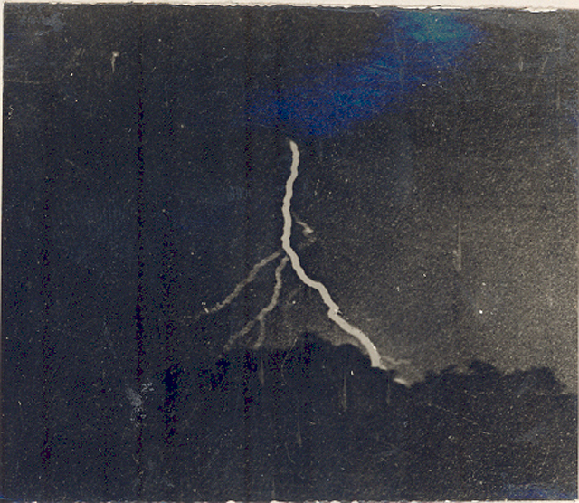 first photo of lightning image