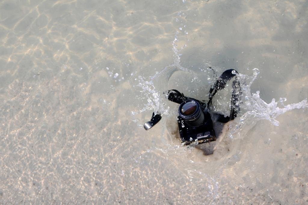camera falls into the sea