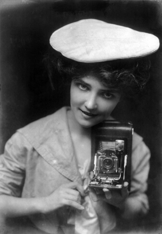 No. 28 The Kodak Girl cph.3b17968 image