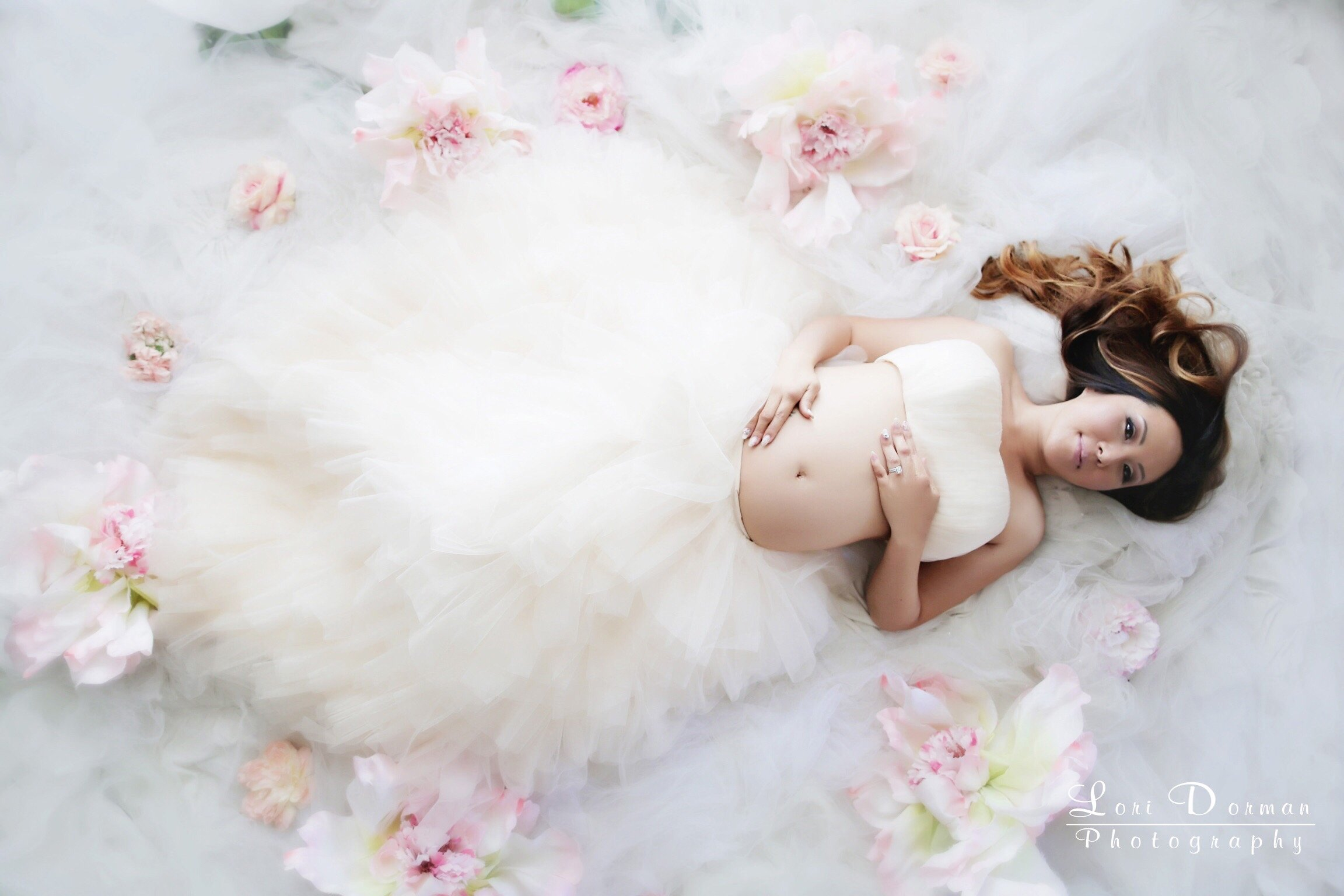 beautiful maternity gowns image