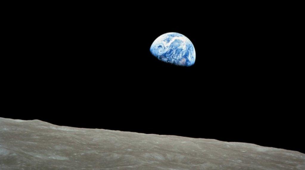 earthrise image