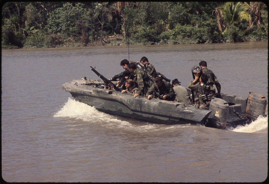 vietnam war guns image