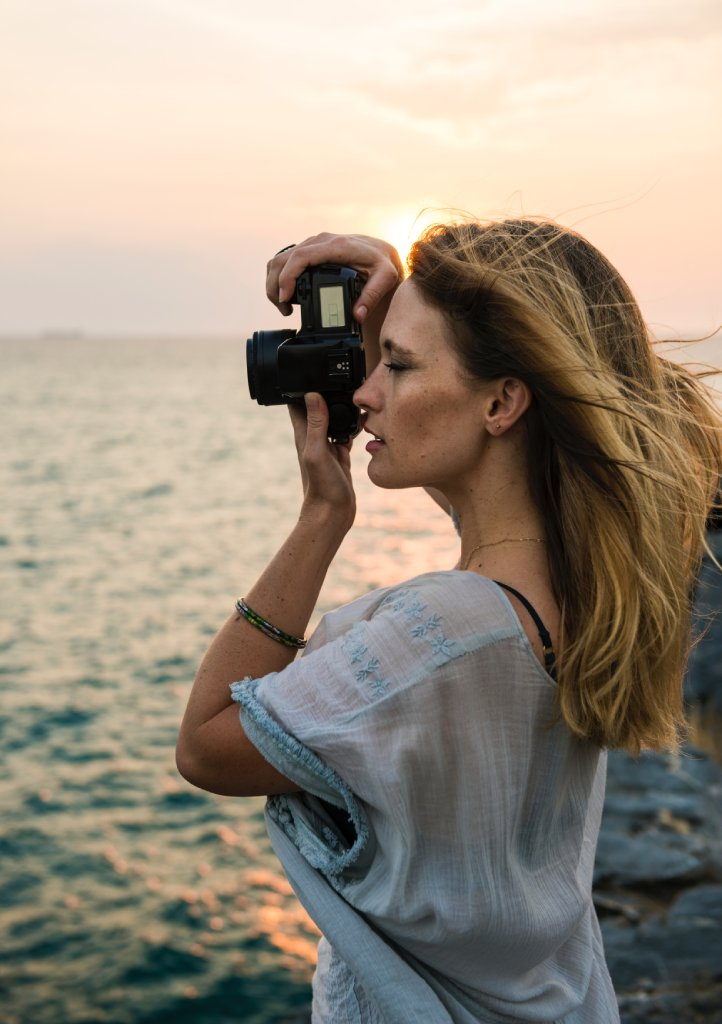 female photographer image