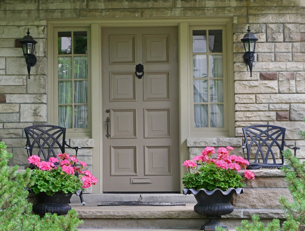 how to stage the exterior of a home 1
