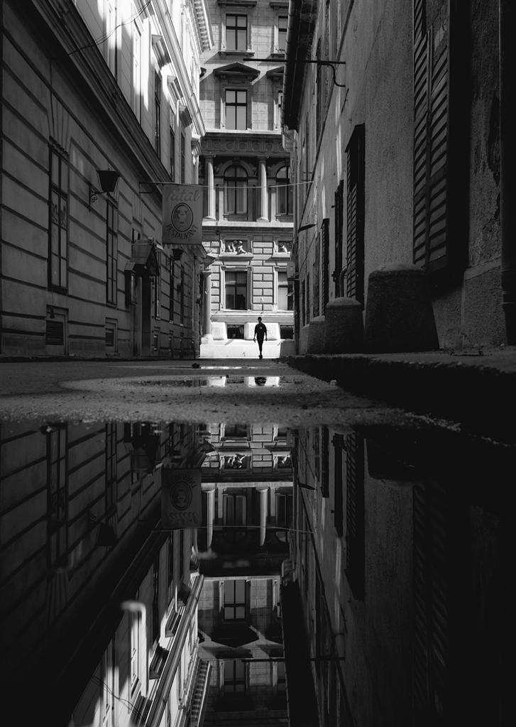 how to compose street photos 2 image