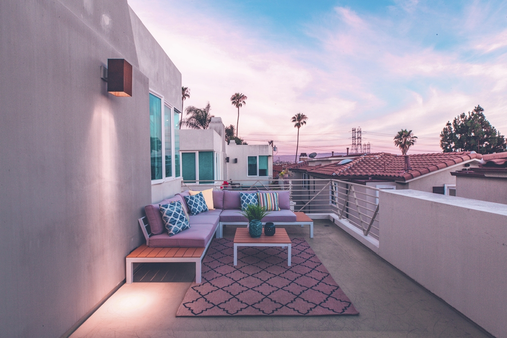 How to Photograph Real Estate With a Smartphone