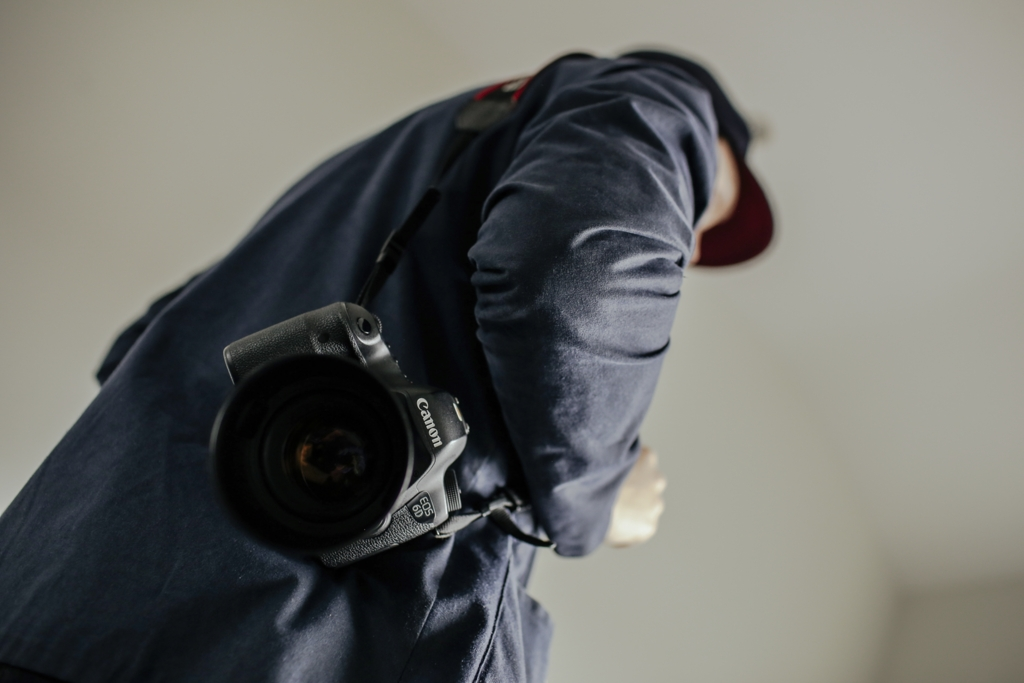 Best camera strap for mirrorless image