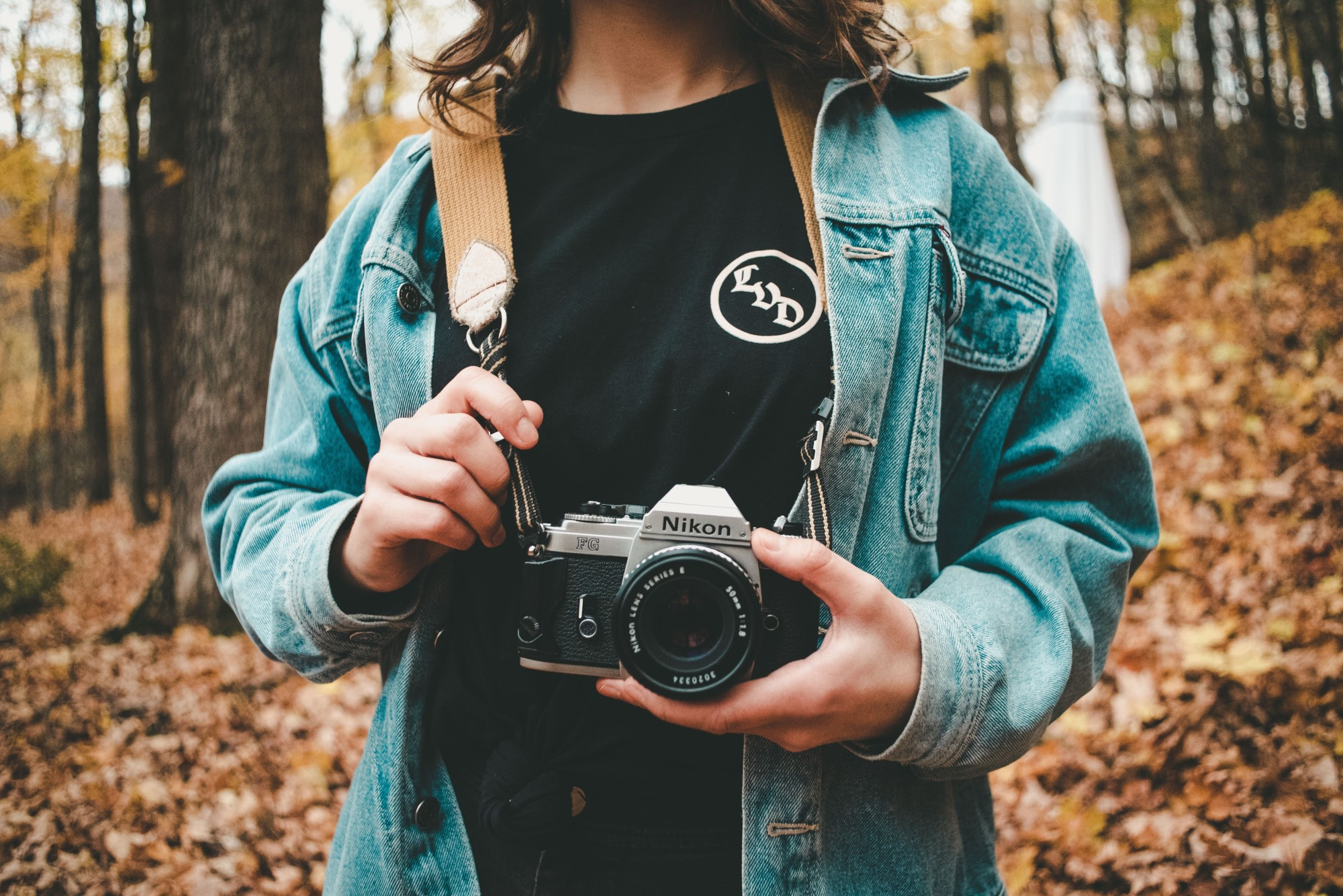 Youre Carrying Your Camera All Wrong image