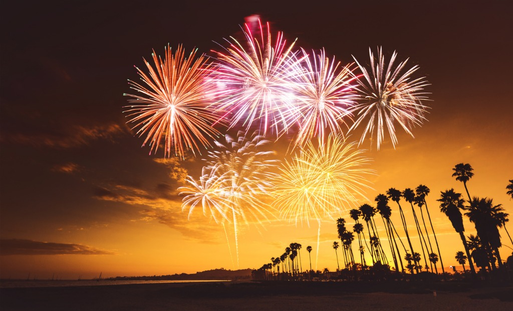fireworks on santa monica picture id1082317196 image