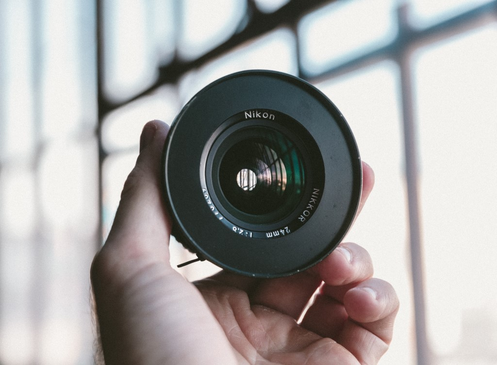 What You Need to Know Before Using a Vintage Lens With a DSLR