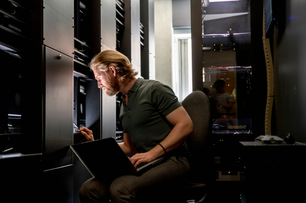 computer server technician at work picture id1048721248