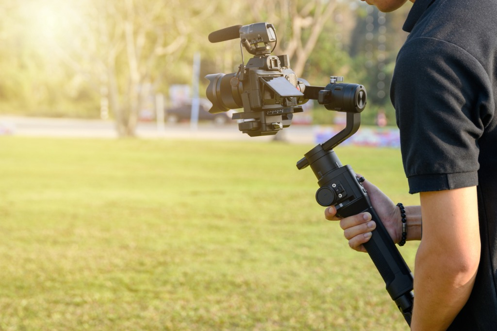 best accessories for vlogging image