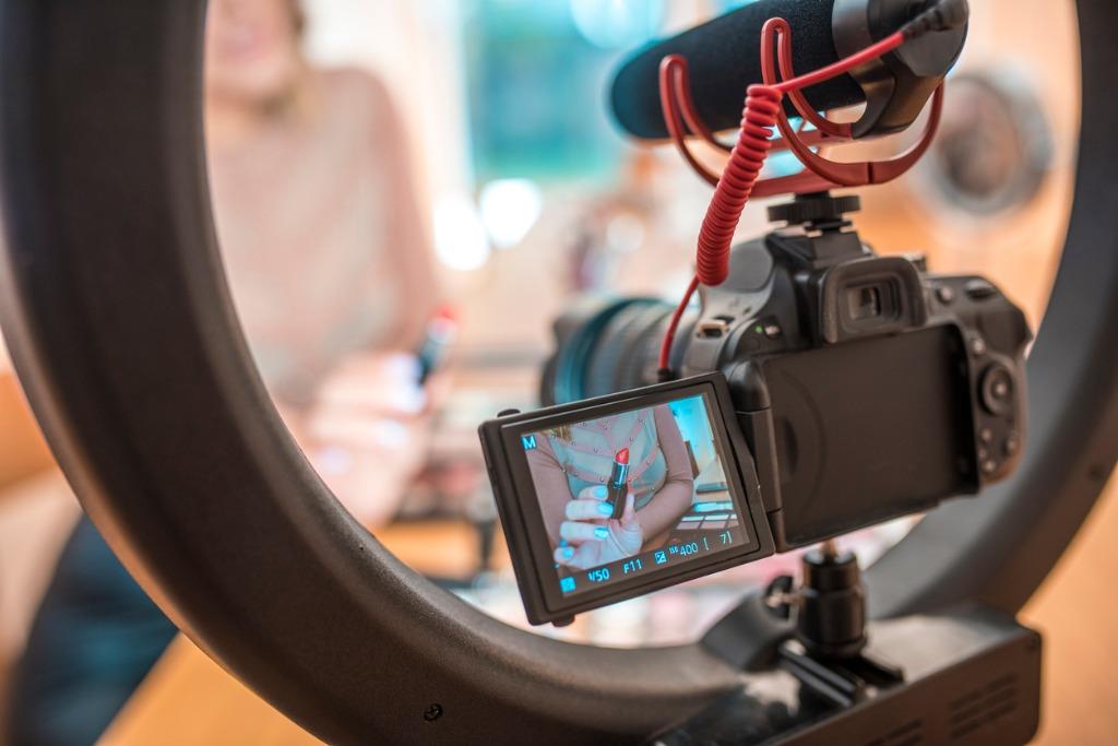 camera accessories for vlogging image